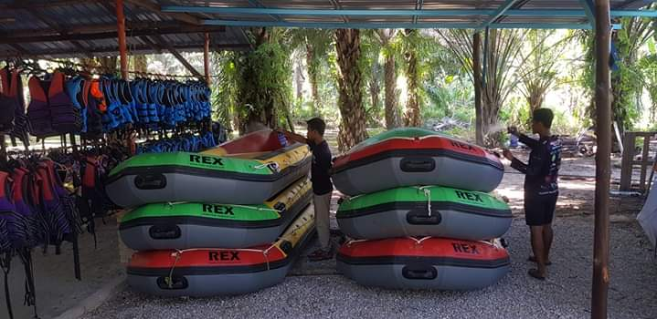 prevention from corona virus on rafting boat sg kampar perak (2)