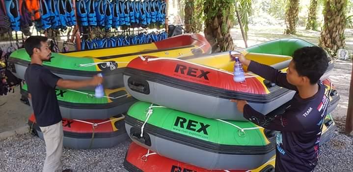 prevention from corona virus on rafting boat sg kampar perak (4)